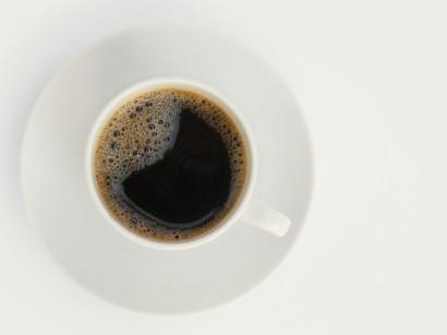 Kaffee verfärbt Zähne